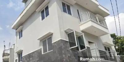 Dijual Rumah Kost an 4 lantai sangat cocok untuk Investasi.