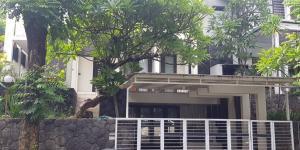 Rumah Mewah Siap Huni Kawasan Graha Family Kota Surabaya