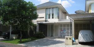 RUMAH DISEWAKAN @ Pakuwon Indah - The Mansion Surabaya, Furnished dengan 3 Kamar Tidur.