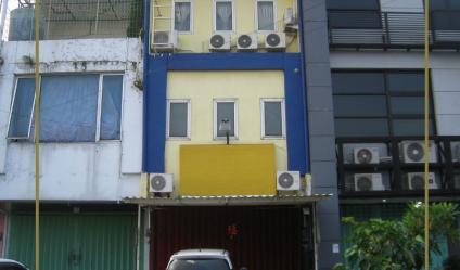 Ruko Permata Rungkut Lor YKP, Rungkut Asri, Surabaya   Terawat - Fully Renovated