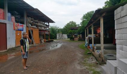 Jual bangunan material beserta isinya rumah dll