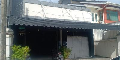 Jual Rumah Kost dan Tempat Usaha Cafe di Manukan Tama