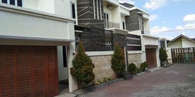Rumah ELITE dan LUX di dalam PERUMAHAN Selatan AMPLAS dalam Ringroad dekat berbagai Pusat Bisnis dan Kampus UIN