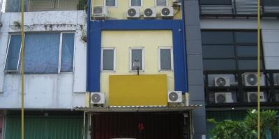 Ruko Permata Rungkut Lor YKP, Rungkut Asri, Surabaya | Terawat - Fully Renovated