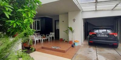 Dijual Rumah Mewah 3 Lantai di Bukit Kawanua Golf Residence Grand Kawanua Manado
